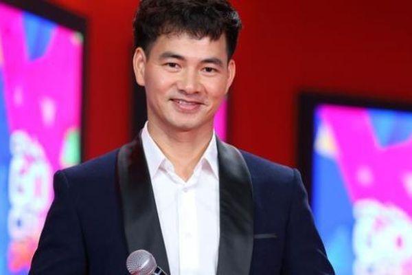Xuân Bắc lên chức Giám đốc Nhà hát Kịch Việt Nam; Bà xã Chí Tài thường gọi điện cho Việt Hương sau khi chồng mất