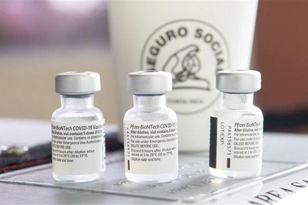 Pfizer tạm thời giảm cung cấp vắcxin phòng COVID-19 tới châu Âu