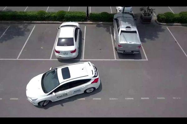 Kinh nghiệm lùi xe chính xác và an toàn cho lái mới