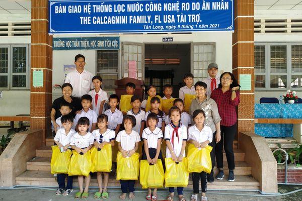 Quỹ Tương trợ Việt Nam tặng quà Tết đến bệnh nhân phong