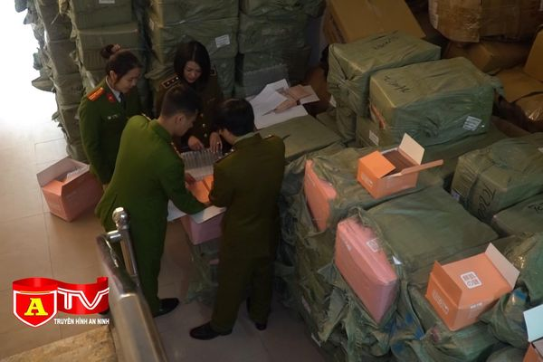 Tạm giữ gần 5 tấn mỹ phẩm không có hóa đơn chứng từ