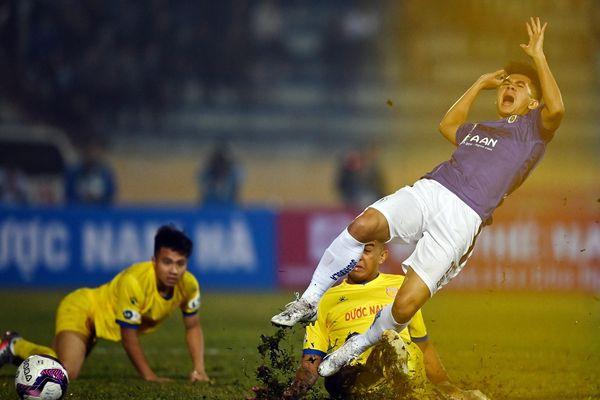 CLB Hà Nội sụp đổ trên sân Thiên Trường