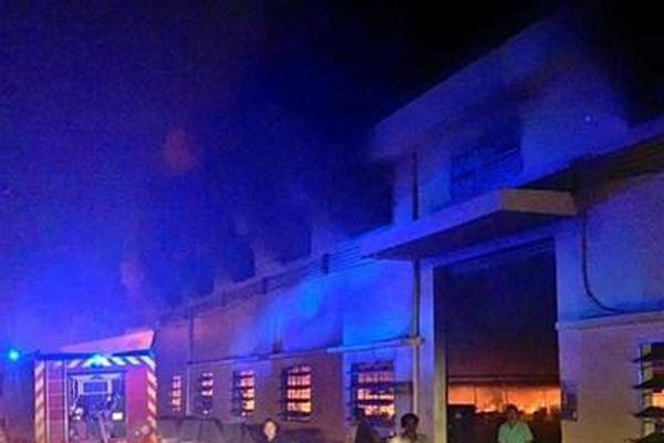 TP Hồ Chí Minh: Huy động gần 200 lính cứu hỏa dập tắt đám cháy tại xưởng may giày