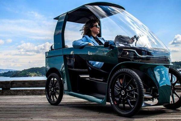 Xe đạp điện thiết kế như ô tô 'siêu' đẹp khỏi sợ mưa nắng