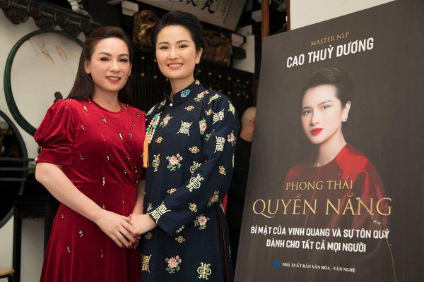 Kim Tuyến, Phi Nhung chúc mừng Cao Thùy Dương ra mắt sách