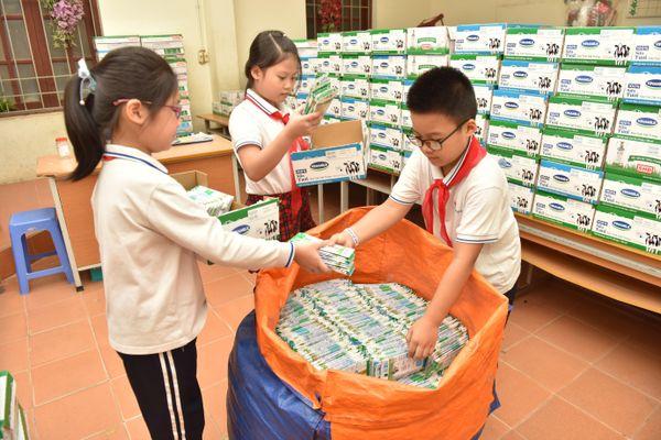 Học sinh Hà Nội hào hứng với phong trào thu gom vỏ hộp giấy