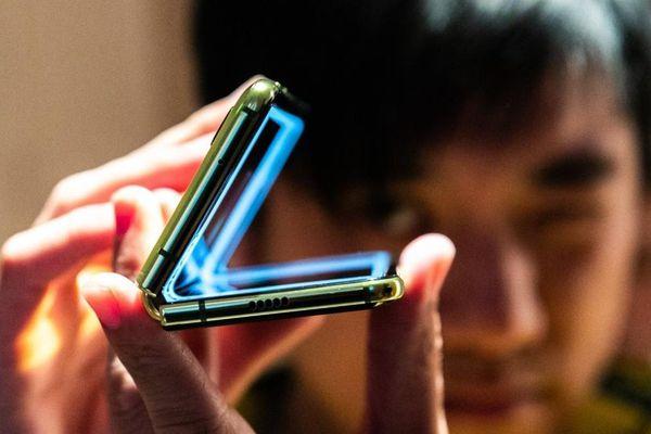 Bloomberg: Apple đang phát triển iPhone màn hình dẻo, chưa rõ thời điểm ra mắt