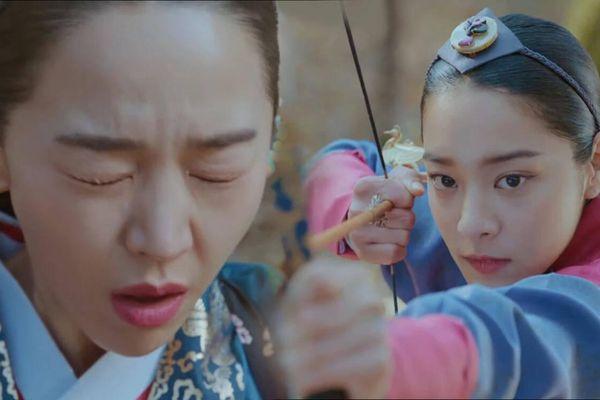 'Mr. Queen' tập 11: Shin Hye Sun tá hỏa vì tình địch thẳng tay ám sát, Kim Jung Hyun bị lộ thân phận
