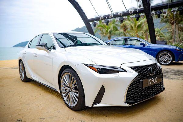 Xe sang Lexus IS 2021 'mở hàng' thị trường ô tô năm mới