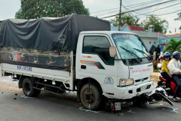 Tai nạn ở An Giang: Tài xế xe tải ngủ gật, tông 5 học sinh bị thương