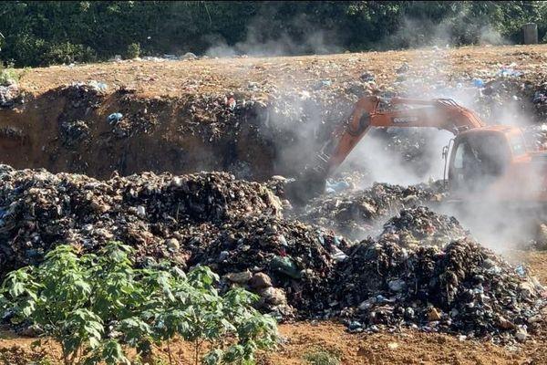 Người dân Bắc Quang, Hà Giang khốn khổ vì bãi rác bốc mùi