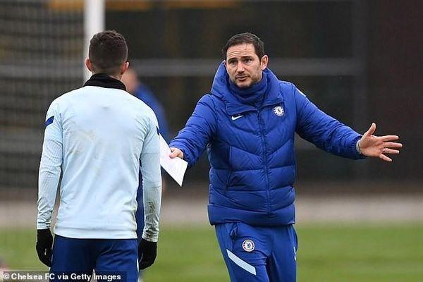 Chelsea thắng may, Lampard ca ngợi người cứu mình