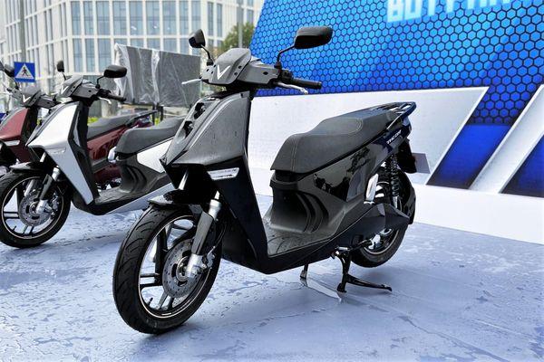 Cộng đồng quan tâm đến giá bán chính thức của xe máy điện VinFast