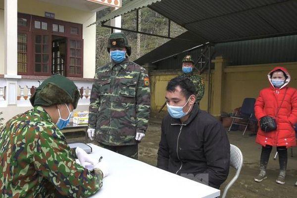 Biên phòng Lào Cai bắt giữ 35 người nhập cảnh trái phép