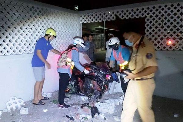 Tai nạn giao thông mới nhất hôm nay 17/1: Xe máy đâm sập tường nhà dân, tài xế tử vong