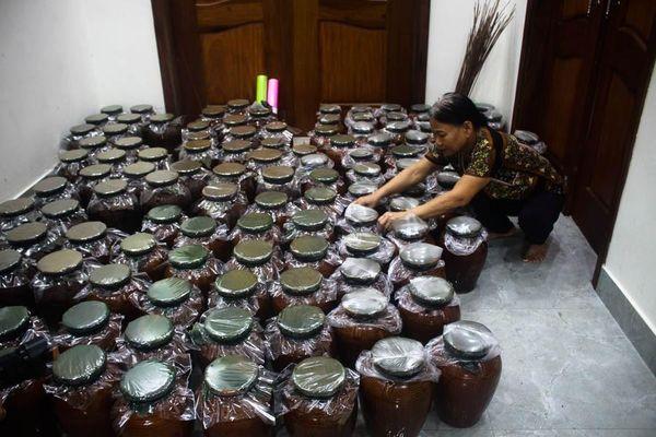 Người giữ hương vị men rừng rượu cần ở miền Tây Quảng Ngãi