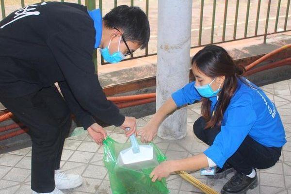 Sinh viên ĐH Điện lực ra quân làm đẹp môi trường ngày cuối tuần