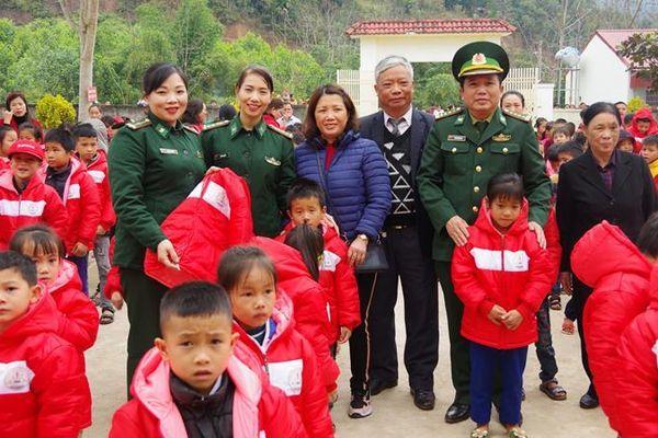 'Tết ấm Biên cương - Kết nối yêu thương' ở biên giới Nghệ An