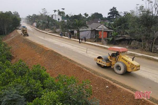 Tăng tốc thi công dự án nâng cấp Quốc lộ 8A qua Hương Sơn