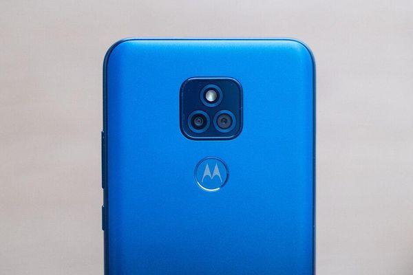 Trên tay smartphone chống nước, pin 5.000 mAh, giá gần 4 triệu đồng