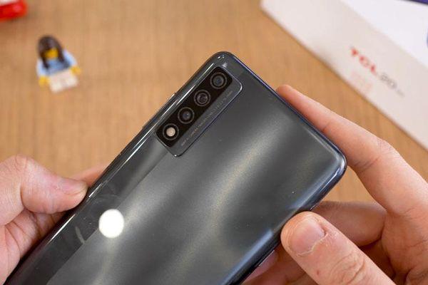 Smartphone 5G, RAM 6 GB, pin 'khủng', giá hơn 8 triệu đôngf