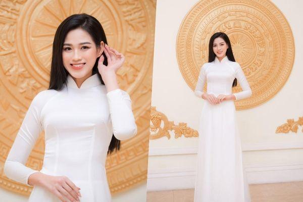 Đảm nhận vai trò mới, hoa hậu Đỗ Thị Hà khoe vẻ đẹp tinh khôi trong tà áo dài trắng