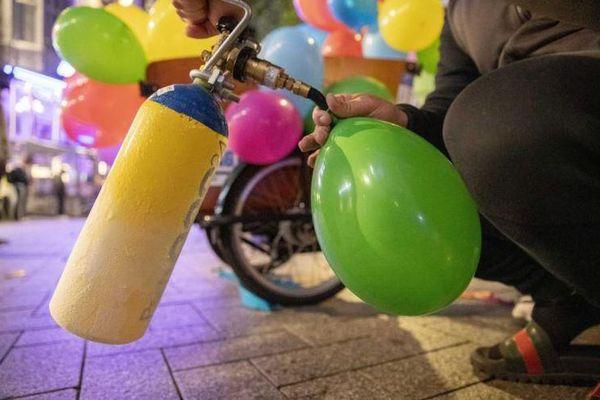 Đề xuất cấm sử dụng 'khí cười' cho vui chơi, giải trí bất hợp pháp
