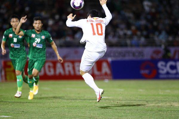 TRỰC TIẾP Sài Gòn FC 0-0 HAGL: Công Phượng suýt ghi siêu phẩm