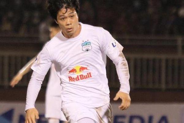 Công Phượng lốp bóng cực điệu nghệ, tân binh 'bị lãng quên' của Sài Gòn FC xuất sắc cản phá ngay trước vạch vôi