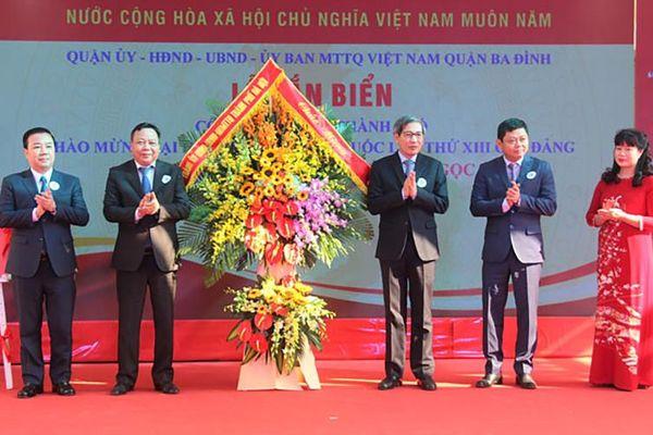 Quận Ba Đình gắn biển hai công trình chào mừng Đại hội XIII của Đảng