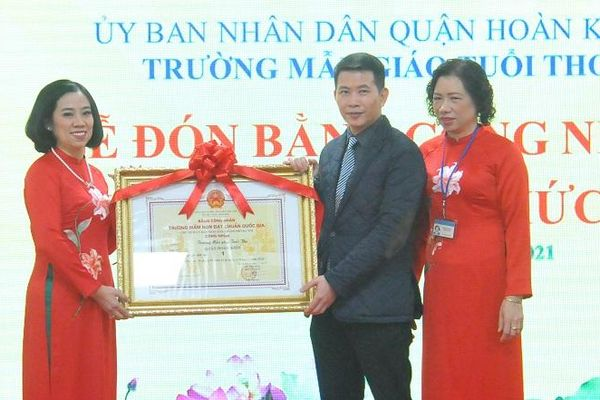 Quận Hoàn Kiếm: Trường Mầm non Tuổi Thơ đón nhận Bằng công nhận chuẩn Quốc gia mức độ 1
