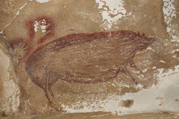 Phát hiện bức tranh hang động cổ xưa nhất thế giới