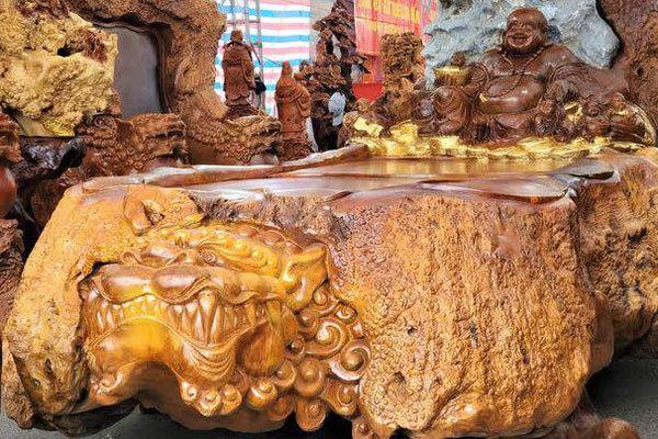 Bàn ghế quý hiếm giá 3 tỷ đồng của đại gia Việt