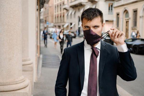Cà vạt kiêm khẩu trang sành điệu tại Italy