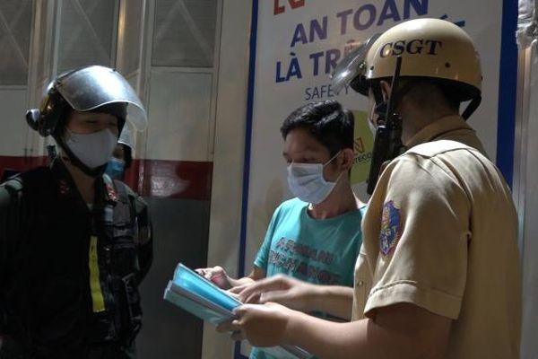 TP HCM: Một luật sư 'đòi' xem tem kiểm định khi vi phạm nồng độ cồn