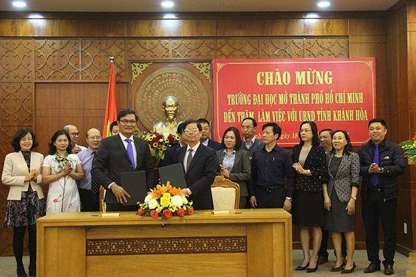 Chủ tịch UBND tỉnh Nguyễn Tấn Tuân làm việc với Trường Đại học Mở TP. Hồ Chí Minh