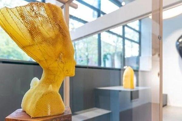 Độc đáo tượng điêu khắc từ sáp ong