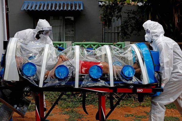 Nguyên nhân khiến biến chủng mới của SARS-CoV-2 tại Nam Phi dễ lây lan