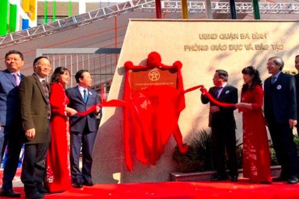 Gắn biển công trình chào mừng Đại hội lần thứ XIII của Đảng cho hai trường học mới