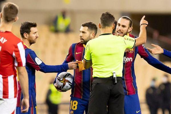 Messi có thể bị cấm ra sân thi đấu trong 12 trận tới
