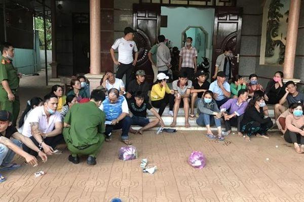 Triệt phá đường dây đánh bạc ở Bình Phước: Con bạc tiết lộ 'kiếm tiền để đón Tết'