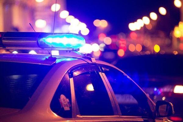 Hiên ngang nhảy lên ô tô không khóa rồi lái đi, tên trộm giật bắn mình khi phát hiện điều bất ngờ sau xe