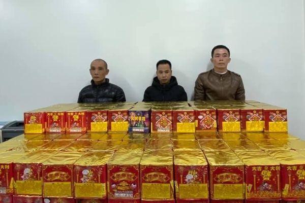 CSCĐ Hà Nội bắt giữ xe ô tô chở 250kg pháo nổ