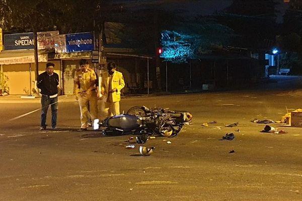 Bình Dương: Hai xe môtô va chạm trong đêm, 5 người thương vong