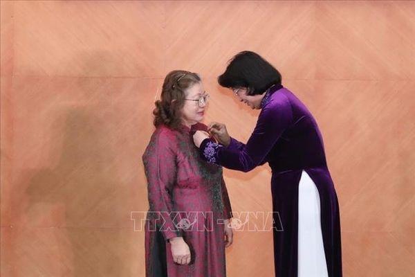 Nữ Giáo sư nghiên cứu vaccine nhận danh hiệu AHLĐ thời kỳ đổi mới