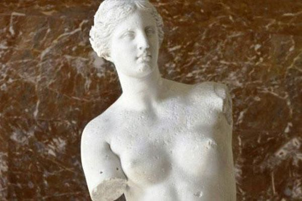 Vì sao tượng thần Vệ Nữ Milo cụt cả hai tay?