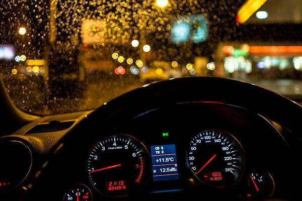 Lái xe ôtô vào ban đêm sẽ gặp những nguy hiểm gì?