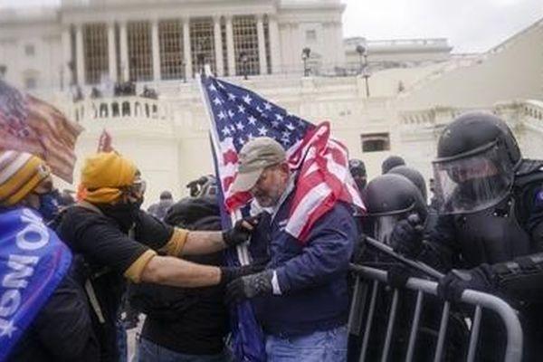Điện Capitol được dỡ bỏ phong tỏa sau lo ngại về tấn công