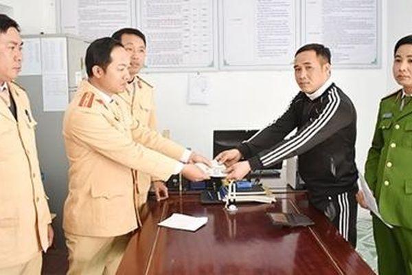 Công an huyện Kim Sơn trao trả tài sản cho người bị mất