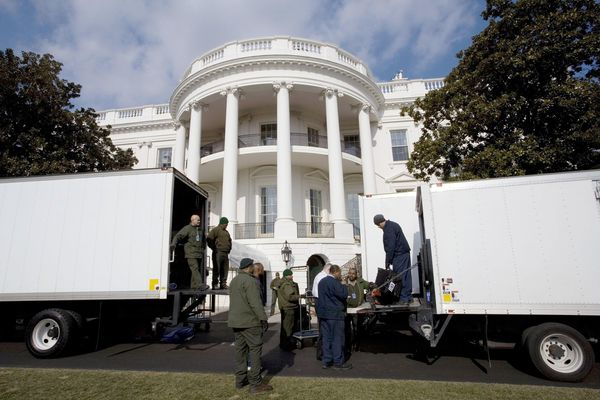 Ngày 'chuyển nhà' khác biệt của hai tổng thống Mỹ